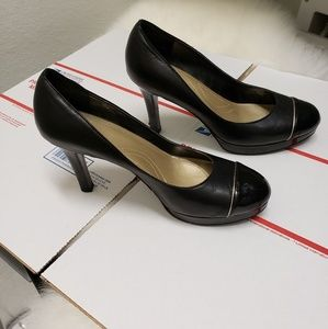 Tahari Laurie Black High Heel Cap Toe Pumps